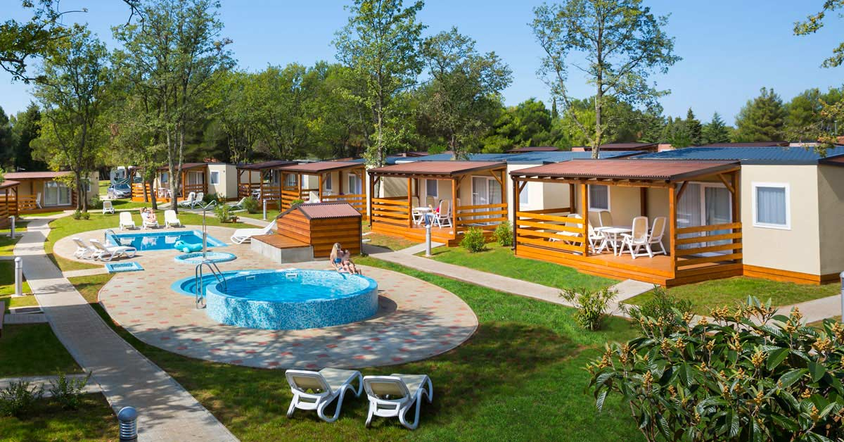 Mobile home with pools photo