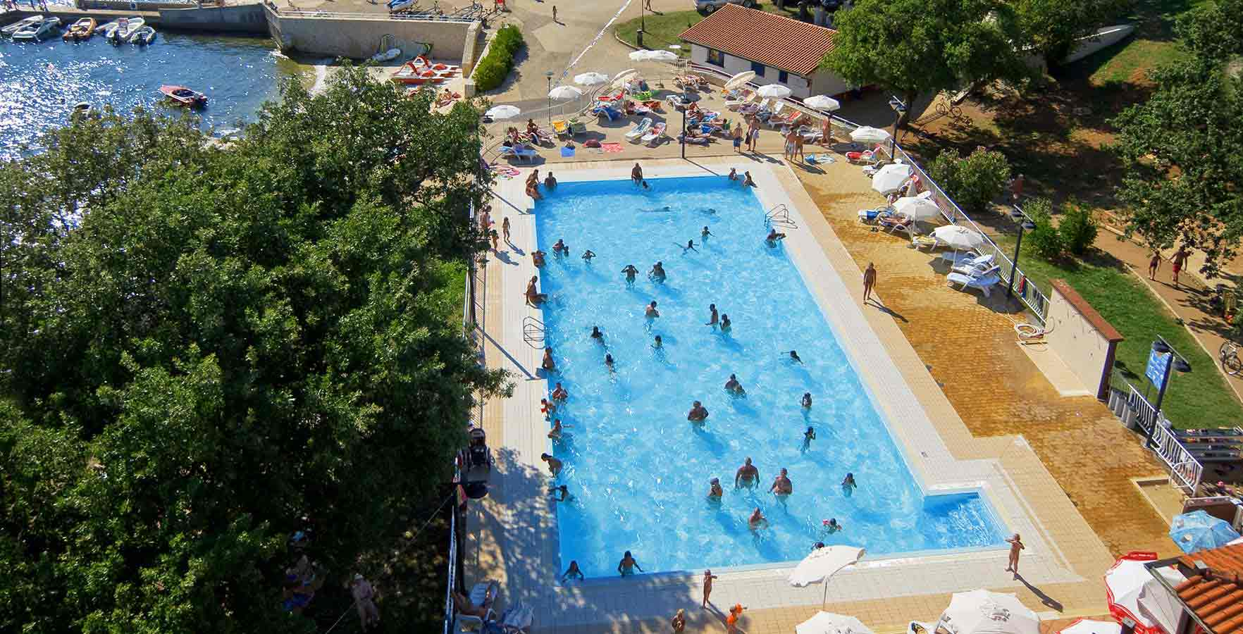 https://www.camping.hr/cmsmedia/katalog/113/180-camp-solaris-swimming-pool.jpg