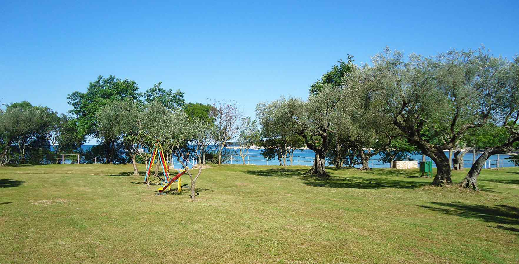 Camping Mon Paradis - Pitches by the sea