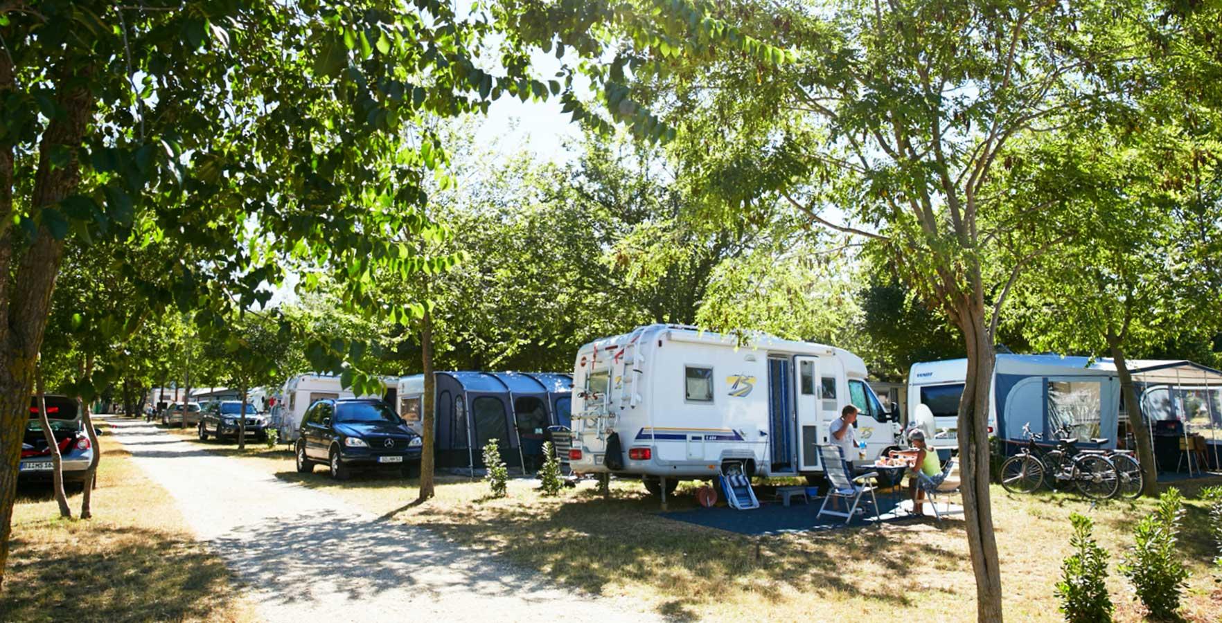 camping bi village kroatische camping vereniging. Black Bedroom Furniture Sets. Home Design Ideas