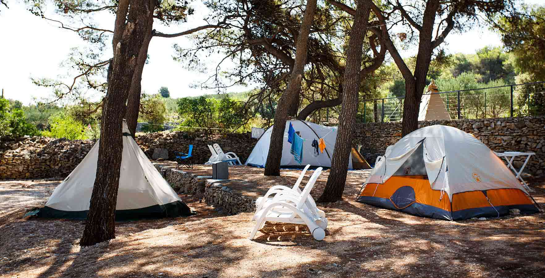 Camping Waterman Beach Village - kamperen in de schaduw