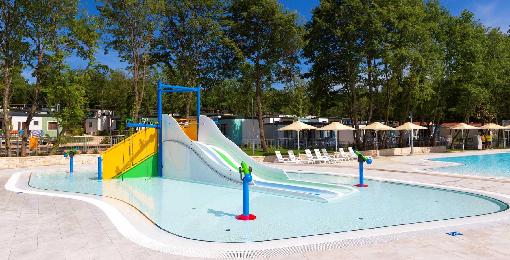 Nieuw zwembad in camping bijela uvala kroatische camping vereniging